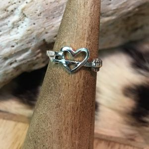 Jewelry - Heart and arrow toe ring